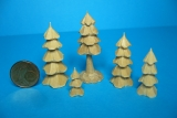 5 geschnitzte Miniatur-Bäumchen